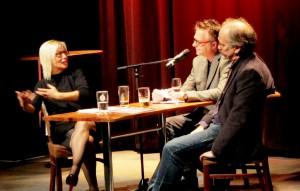 Ralph Henk Vaags intervjuer Leif Gunnar Engedal og Gry Stålsett etter deres foredrag.
